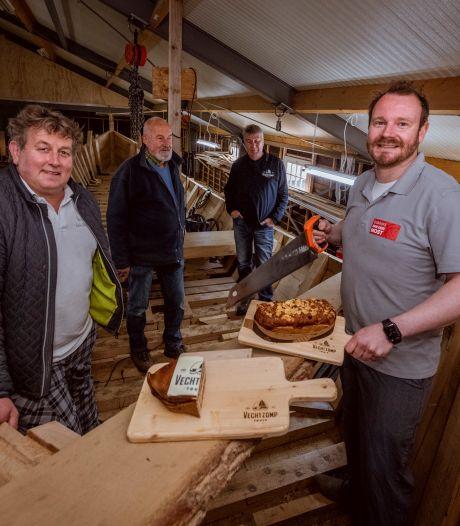 Bakkers in Ommen zien brood in Vechtzomp en dragen met lekkernij bij aan de bouw
