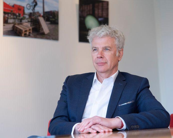 Wethouder Hans Buijtelaar stapt op.