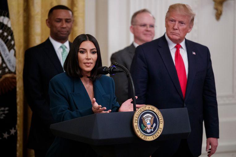 Activist Kim Kardashian kreeg Trump vorig jaar ook achter een studie naar werk voor ex-gevangenen. Beeld EPA