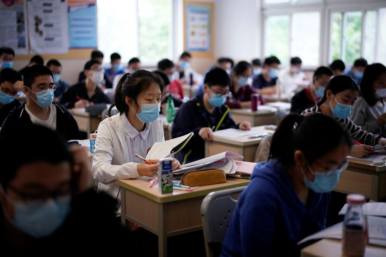 Een middelbare school in Sjanghai, China. Beeld REUTERS