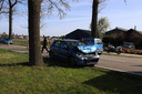 Automobiliste botst achterop stadsbus in Erp