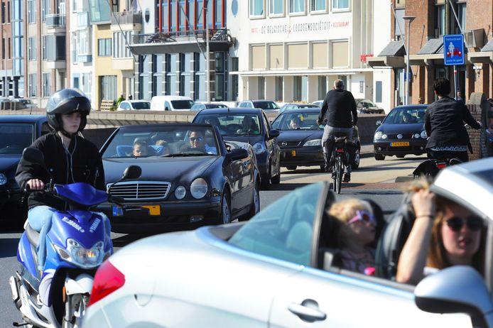 Zondag was het op de boulevard druk, daarom werd later op de dag besloten de boulevard af te sluiten.