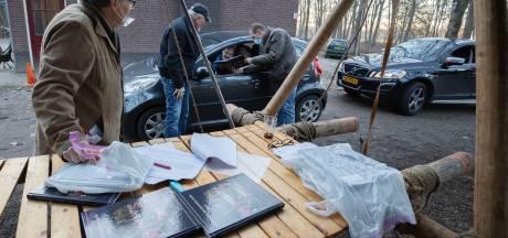 Jaarboek Veldhoven-Dorp 2020 via drive-thru uitgereikt