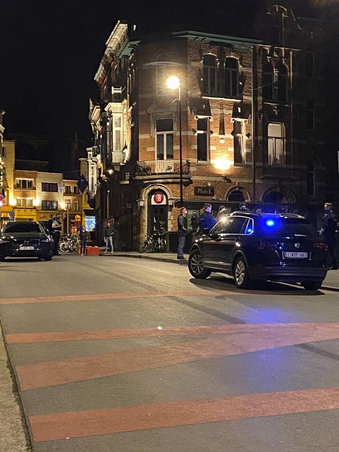 De politie kwam snel ter plaatse en kalmeerde de relschoppers.