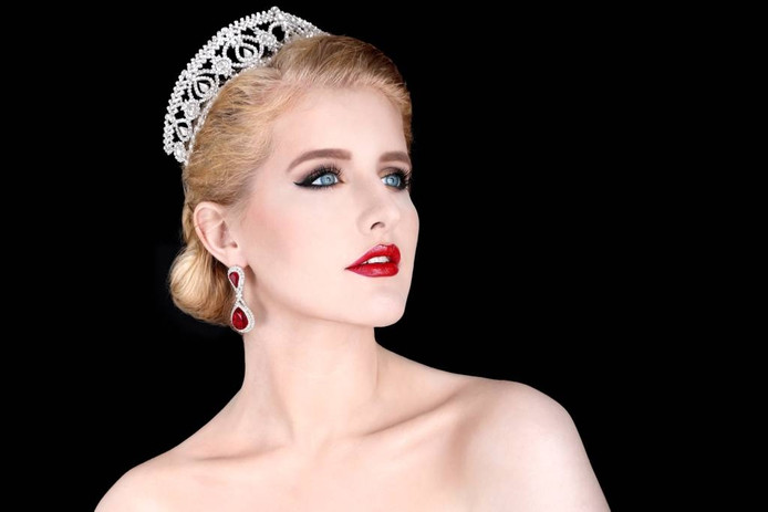 Iris Hertroijs is Miss Supertalent en Miss Intercontinental Nederland.