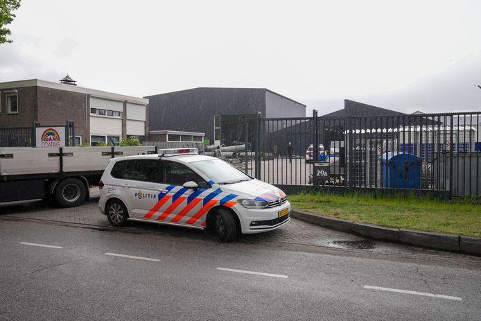 Een persoon is maandagmiddag rond 12.00 uur gewond geraakt bij het bedrijf GAM Coating aan de IJsselstraat in Oss.