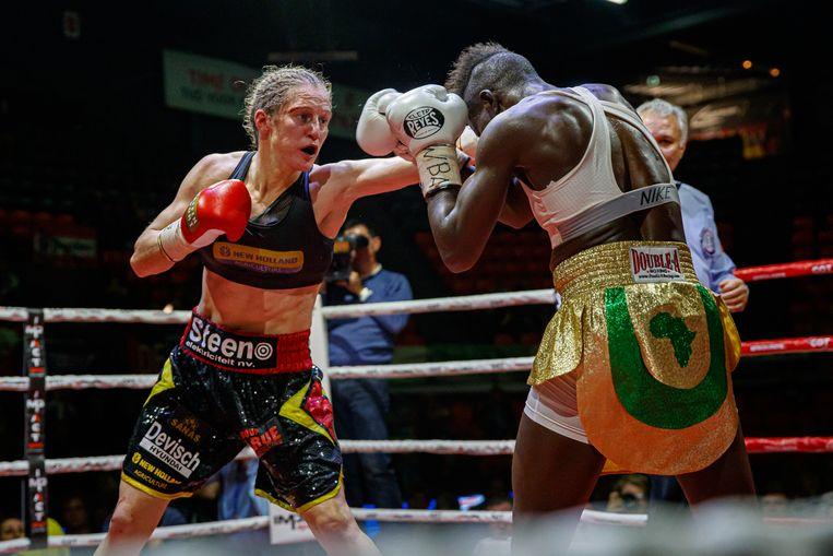 Persoon mag in haar nieuwe gewichtsklasse meteen de wereldtitel op haar palmares bijschrijven na een zege tegen de Nigeriaanse Helen Joseph. Beeld BELGA