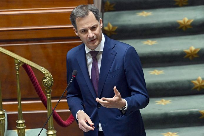 Premier Alexander De Croo in de plenaire Kamer.