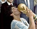 Diego Maradona tijdens zijn grootste gloriemoment op het veld.