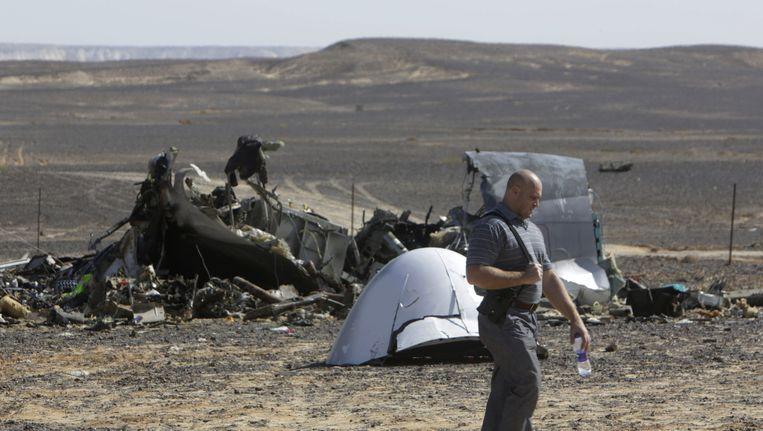 Brokstukken van de Russische Airbus die crashte boven de Egyptische Sinaï-woestijn. Beeld AFP