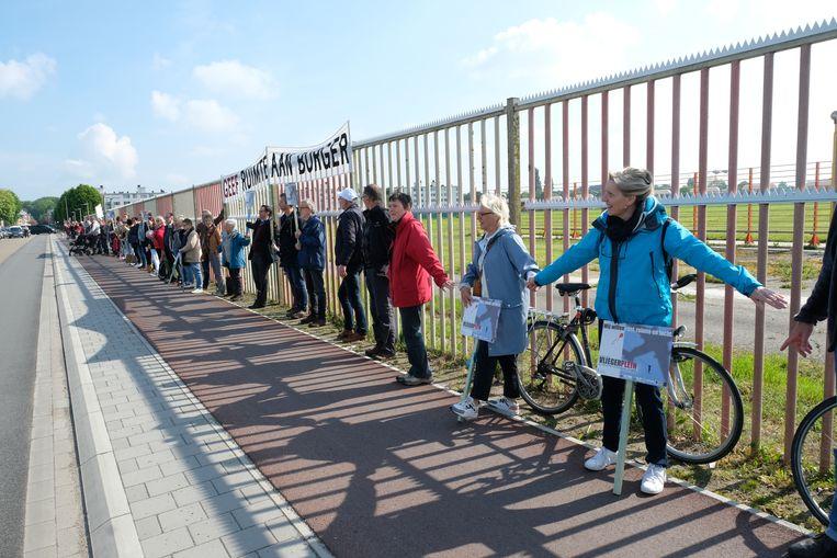 Burgerplatform Vliegerplein zegt: sluit Deurne en maak er een park van met groene kmo's en woningen.