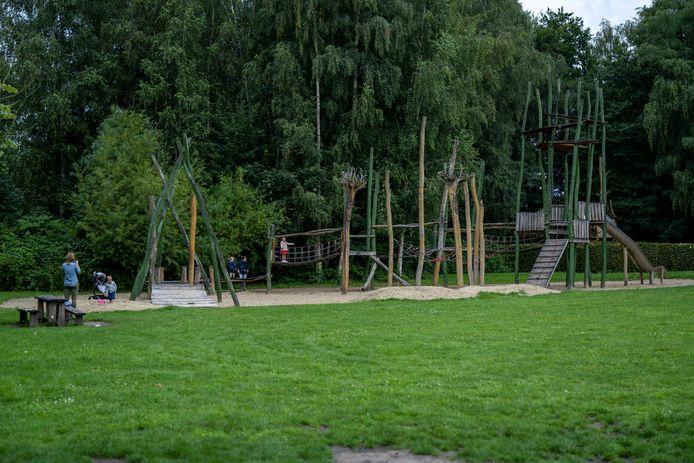 Het park moet weer een groene rustige parel worden.