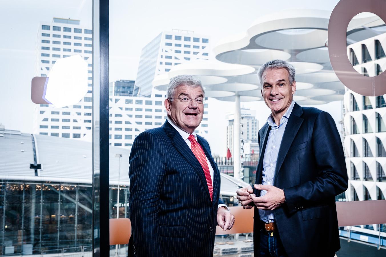 VodafoneZiggo ceo Jeroen Hoencamp vorig jaar oktober met burgemeester van Utrecht Jan van Zanen. Hoencamp beloofde toen Utrecht als eerste het nieuwe Gigabit-internet te geven.