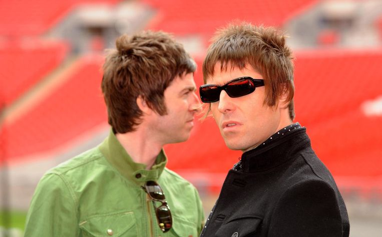 Noel (l) en LIam Gallagher in 2008. Beeld Photo News