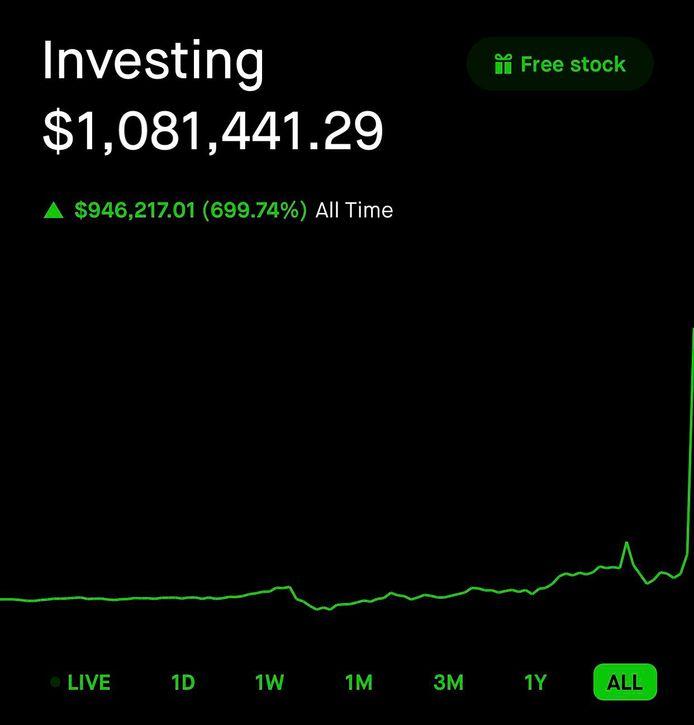 De cryptomiljonair postte dit beeld van zijn Robinhood-account op Reddit om aan te tonen dat zijn investering nu meer dan 1 miljoen dollar waard is.