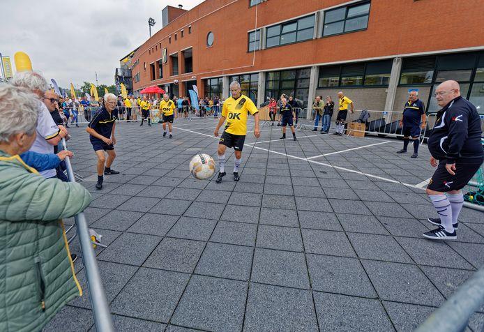 Tijdens de Open dag van NAC vorig jaar gaven een aantal NAC OldStars een demonstratie voor het stadion.