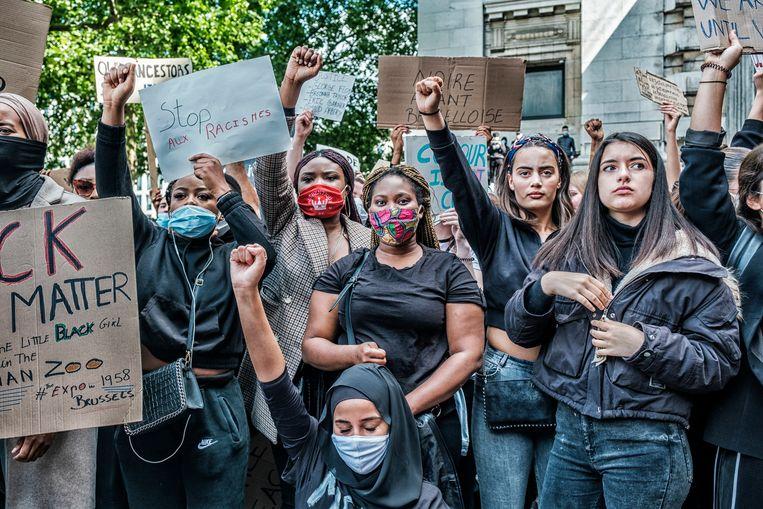 De Black Lives Matter-betoging in Brussel. 'We verwachten dat zwarte mensen voor ons opkomen wanneer wij geviseerd en gediscrimineerd worden, maar gunnen hen niet dezelfde solidariteit', vindt Akrimi. Beeld Tim Dirven