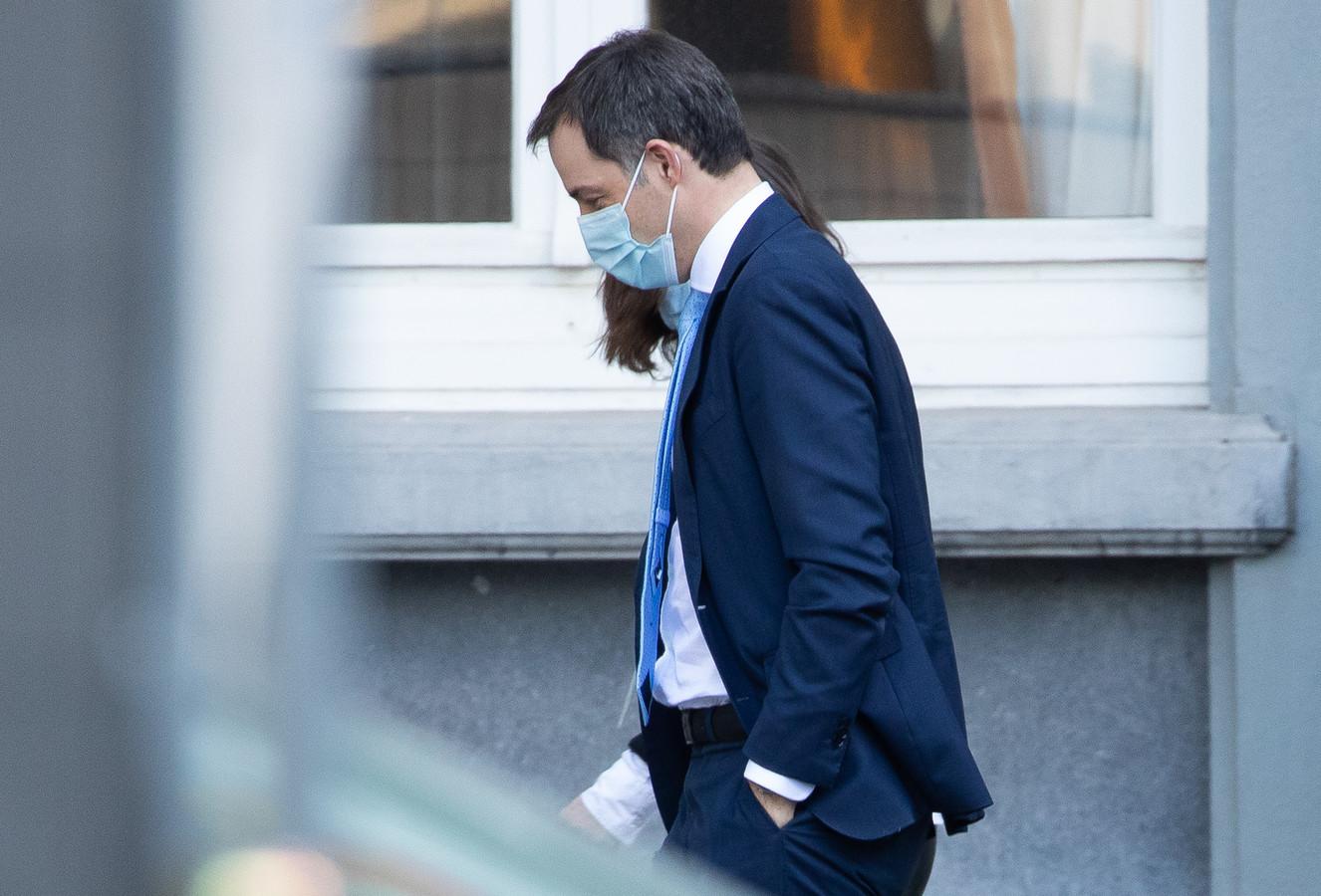 Premier Alexander De Croo onderweg naar het Overlegcomité. (26/02/21)