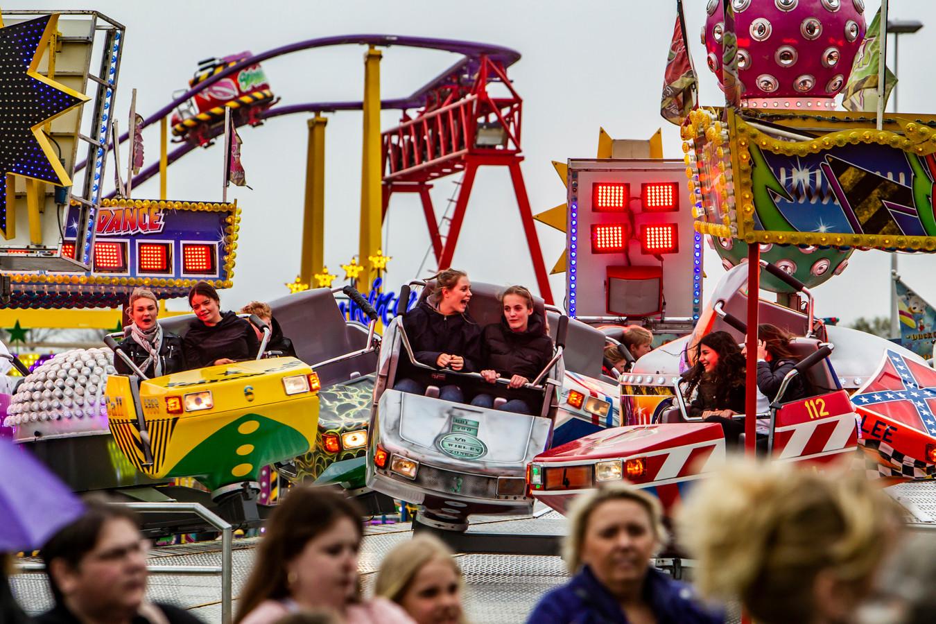 Het evenemententerrein aan de Roland Holstlaan staat bekend vanwege de Paaskermis, maar op 3 juli wordt hier het Stadsfestival gehouden. Een bewoner van de Platvoetsdijk vraagt om meer maatregelen tegen geluidhinder.