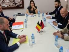 """Francken aux Albanais: """"Dépenser en Belgique, oui, l'asile, non"""""""