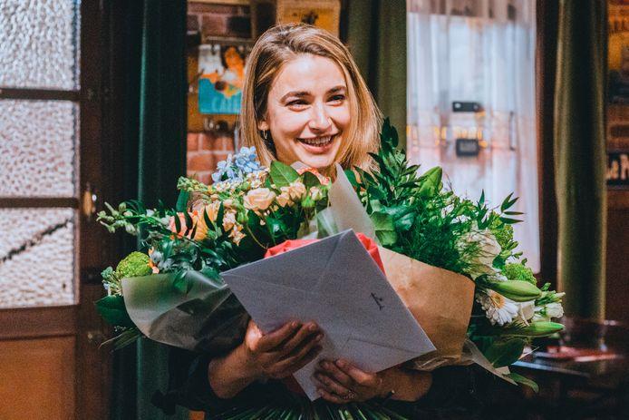 Jasmijn Van Hoof werd overladen met cadeautjes op haar laatste draaidag. In Story blikt ze terug op haar periode in de VTM-soap.