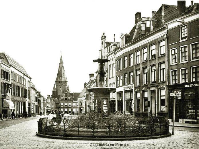 De al jaren droogstaande Wilhelminafontein (hier op archiefbeeld) in Zutphen gaat in de toekomst weer water spuiten. Zoveel lijkt zeker. De vraag blijft: waar?