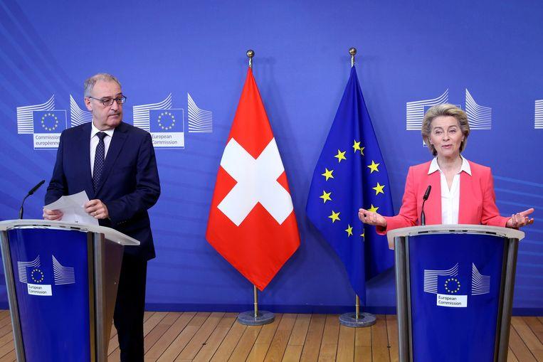 Parmelin met de voorzitter van de Europese Commissie Ursula Von der Leyen, eerder dit jaar. Beeld REUTERS