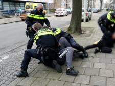Cameraman en agent aangevallen door familie van slachtoffer steekpartij in Den Haag