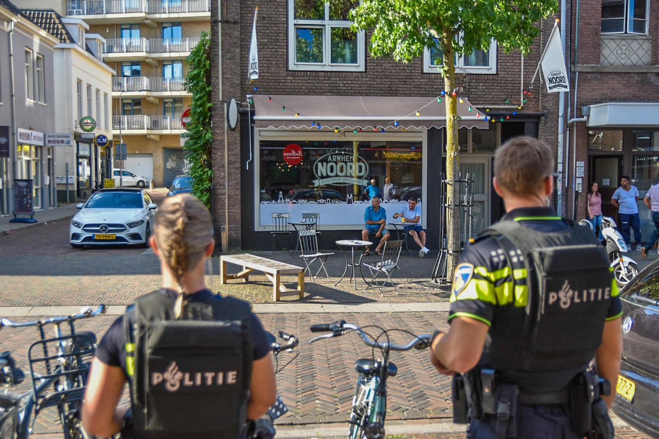 Politie in de Steenstraat in Arnhem