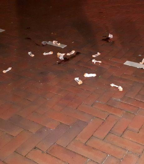 Agent Ellen ergert zich kapot aan kippenbotjes op parkeerplaats: 'Dit doe je toch niet?'