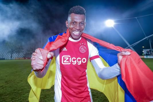 Cassierra viert de titel met Jong Ajax.