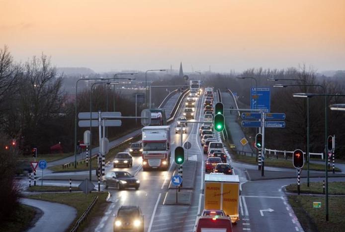 De Rijnbrug tussen Rhenen en Kesteren.