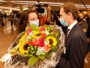 Nina krijgt een boeket in tricolore tinten van BOIC-ondervoorzitter en ex-tafeltennisser Jean-Michel Saive