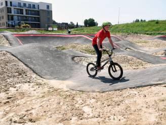 Pumptrack en skatepark bij sportcentrum Bart Swings geopend