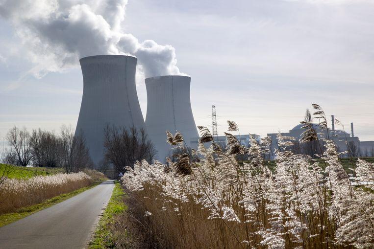 De kerncentrale van Doel, gelegen in de haven van Antwerpen, langs de linkeroever van de Schelde.  Beeld Arie Kievit / de Volkskrant