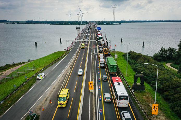 Watersport- en recreatieonderneming Hiswa-Recron heeft grote twijfels bij de sluiting van de Haringvlietbrug voor recreatievaat.