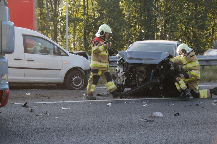 Na het ongeluk op de A28 bij Staphorst werden er twee rijbanen afgesloten.