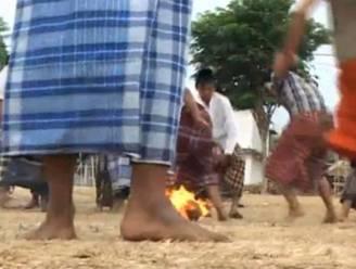 Sjotten met vlammende kokosnoot: hot in Java