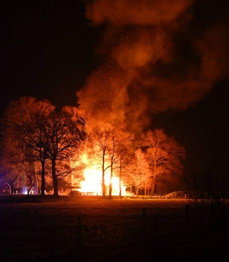 Jongerenkeet in Den Ham tot de grond toe afgebrand