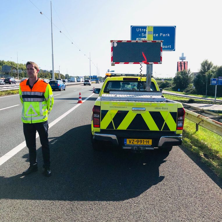 Weginspecteur Ferdie van Es op de A12. Beeld