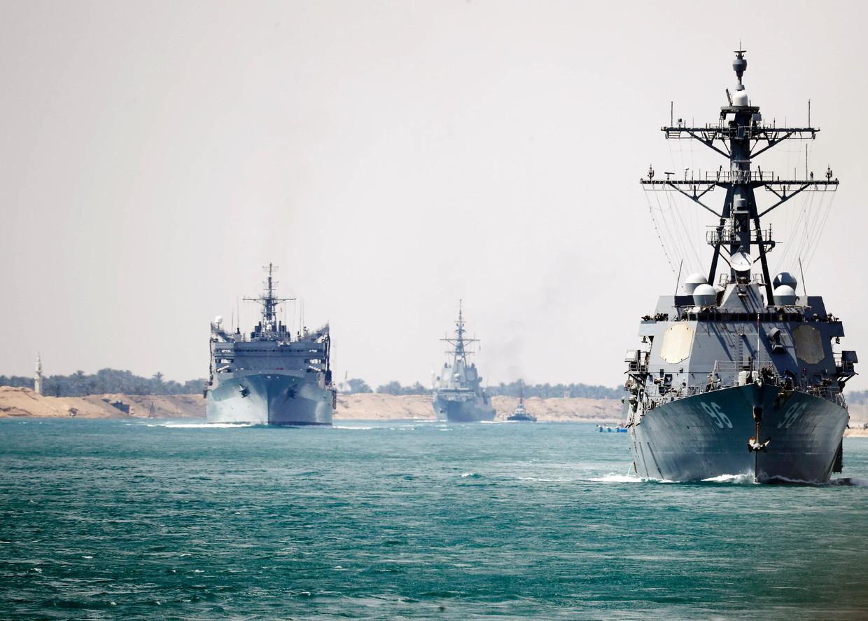Amerikaanse vaartuigen in het Suez-kanaal.