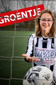 Simone (17) was klaar met strakke knotjes en make-up en verruilde balletschoenen voor voetbalschoenen