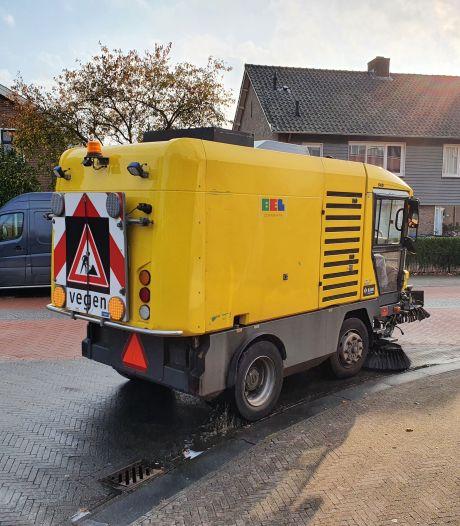 Olie op wegdek Eemnes: gemeente gaat straat schoonmaken