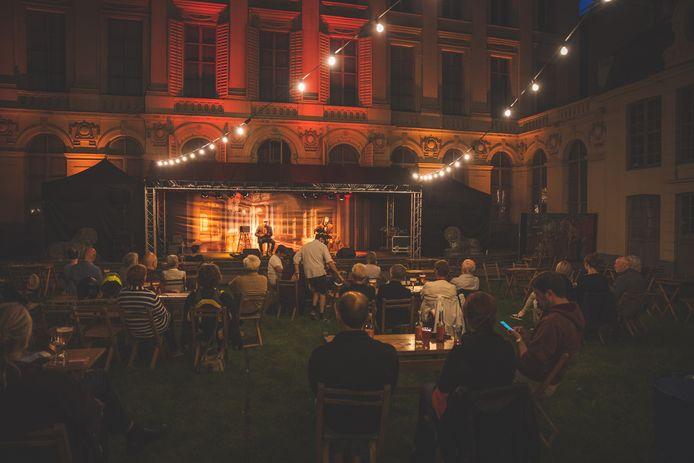 Een beeld van de editie van vorig jaar: gezelligheid en muziek tegen een magistrale achtergrond