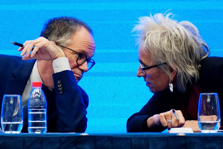 Peter Ben Embarek en Marion Koopmans, leden van het onderzoeksteam van de WHO. Beeld REUTERS