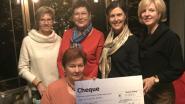 The Blue Ladies schenken 4.000 euro aan 'Kom op tegen Kanker'