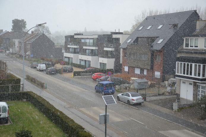 Ook boven Ninove viel er op maandag 5 april sneeuw uit de lucht, onder meer boven de Denderhoutembaan.