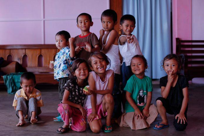 Enkele jonge kinderen van Ziona poseren voor de lens (2011).