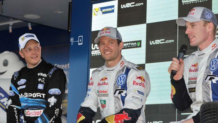 Een lach is zeker op zijn plaats want Sébastien Ogier kroonde zich in de Spaanse regio Catalonië tot wereldkampioen rally. Beeld PHOTO_NEWS
