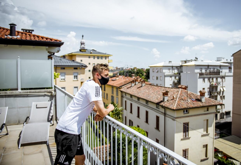 'In Italië heb ik een wedstrijd veel beter leren lezen. Ik weet nu vaak al voor ik de bal heb, waar ik hem naartoe zal spelen. Dat kon ik nog niet bij Genk.' Beeld
